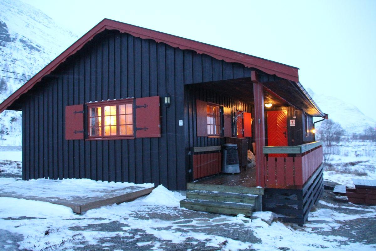 Selvbetjeningshytta Skarvheim ligger på ruta Finse-Tyin.