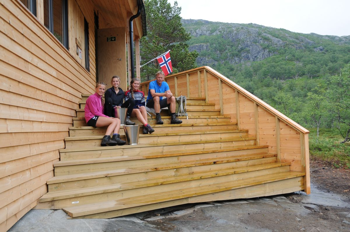 Den store trappa ved inngangspartiet har plass til mange. Foto Torgunn Skrudland