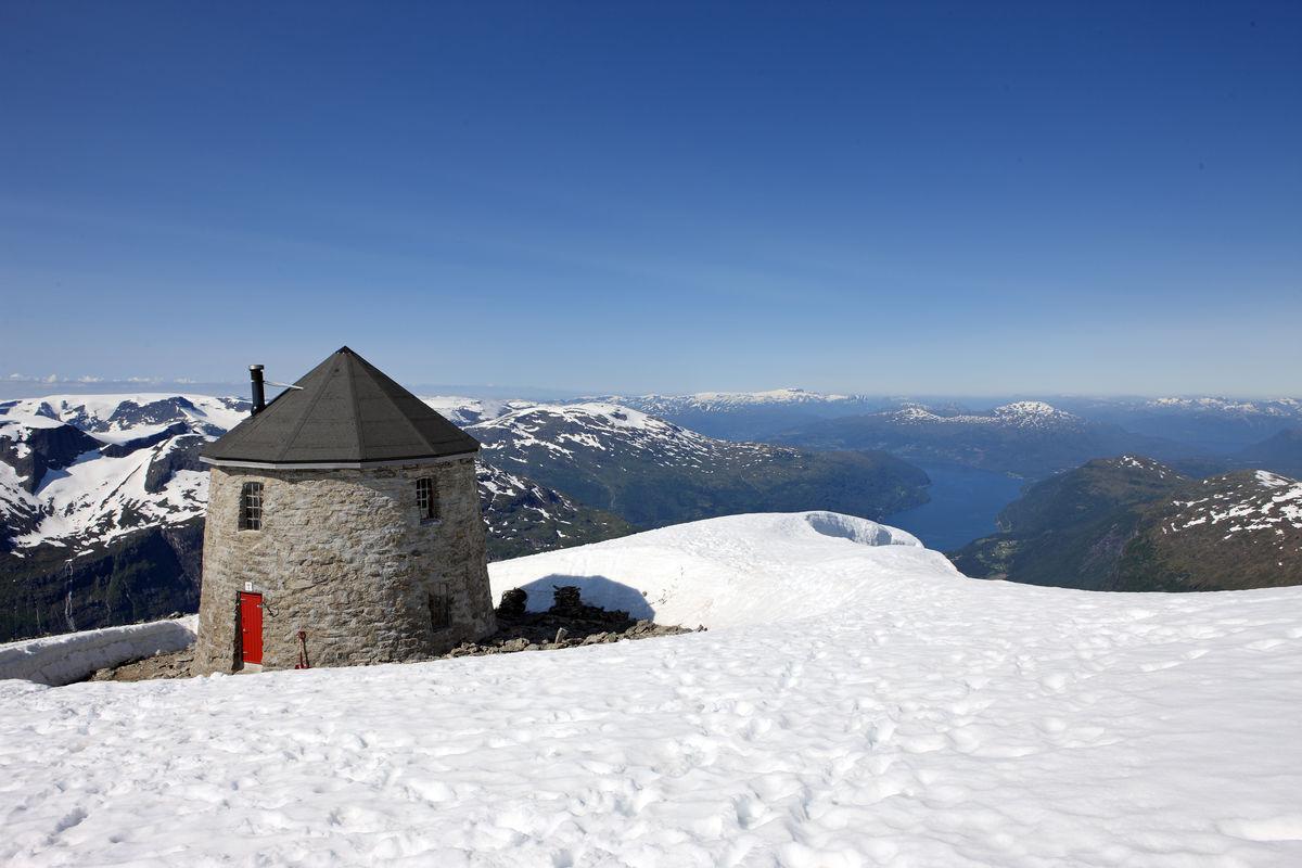 Luftig og super utsikt fra Skålatårnet i Loen i Nordfjord.