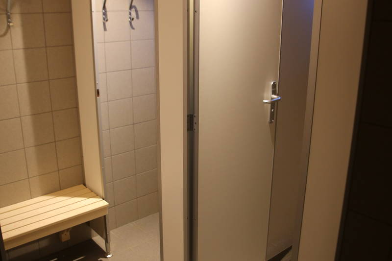 Garderobe med dusj