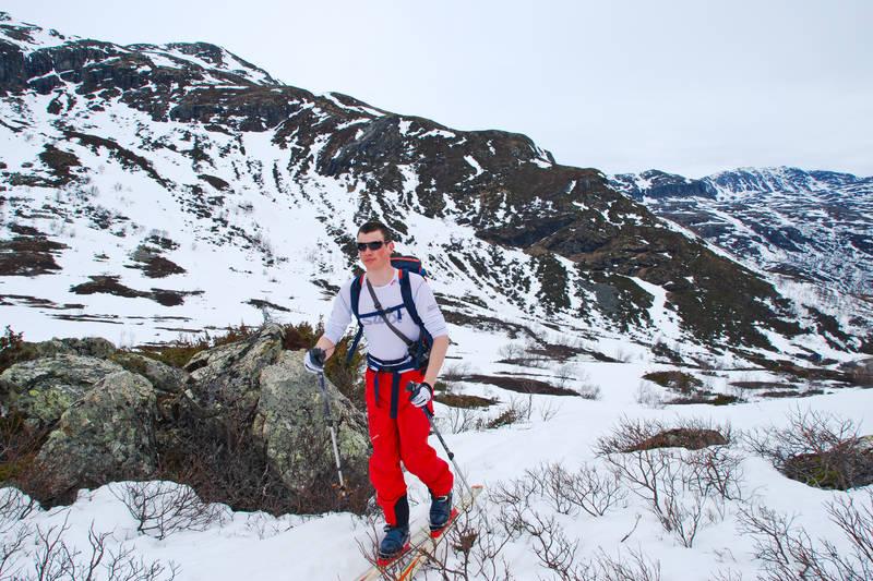 Sjøl med lite snø kommer du deg fint til topps på Skørsnøse