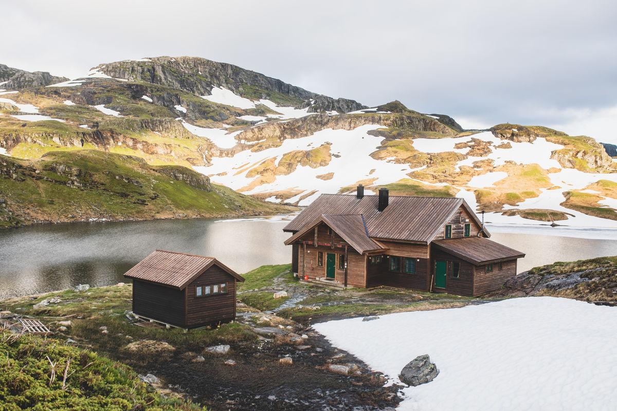 En flott hytte på fjellet.
