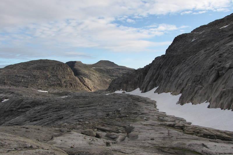 Trollfjellet midt i bildet, lengst bak.