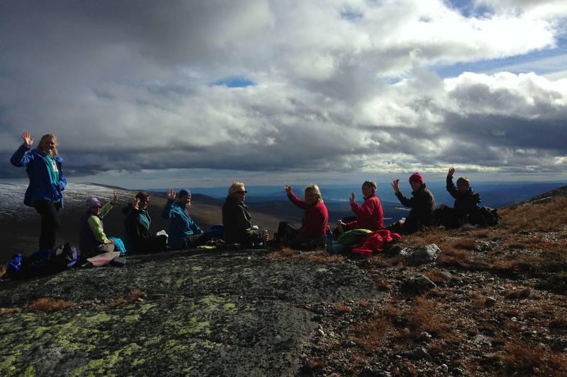 Etter 1 t. og 45 min. har vi nådd toppen av Ranten og nyter en velfortjent pust i bakken.