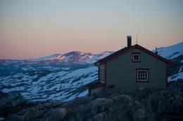 Solnedgang. Danskehytta. En av to hytter. Tafjordfjella, august 2012.  - Foto: Eva Jeanette Johnsen