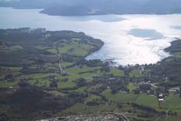 Utsikt over Vikebygd - Foto: Torfinn Dommersnes