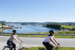Straumen på sykkel - Foto: Steinkjerfotografen