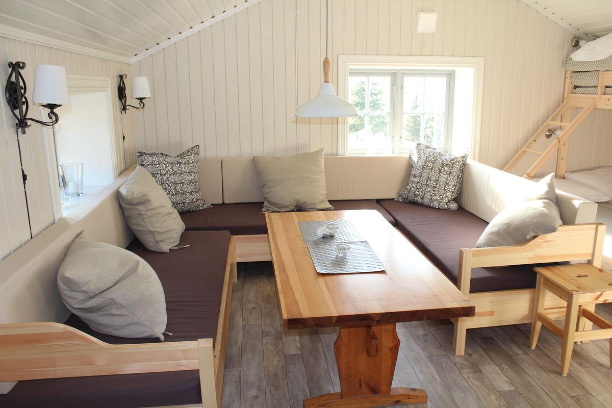 Liten stue med soveplasser