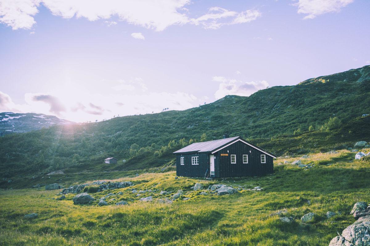 En idyllisk selvbetjent hytte