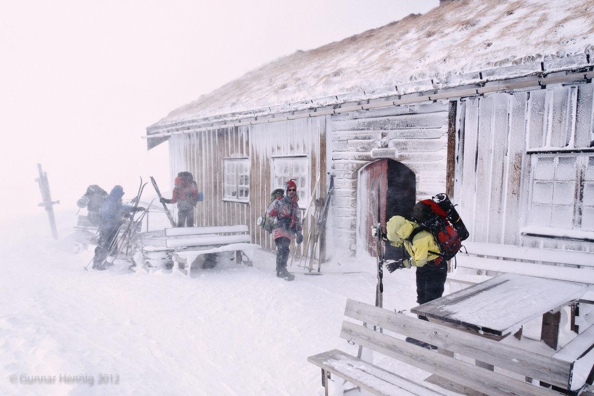 Ankomsten ved Tuva Turisthytte og 22 m/s vind