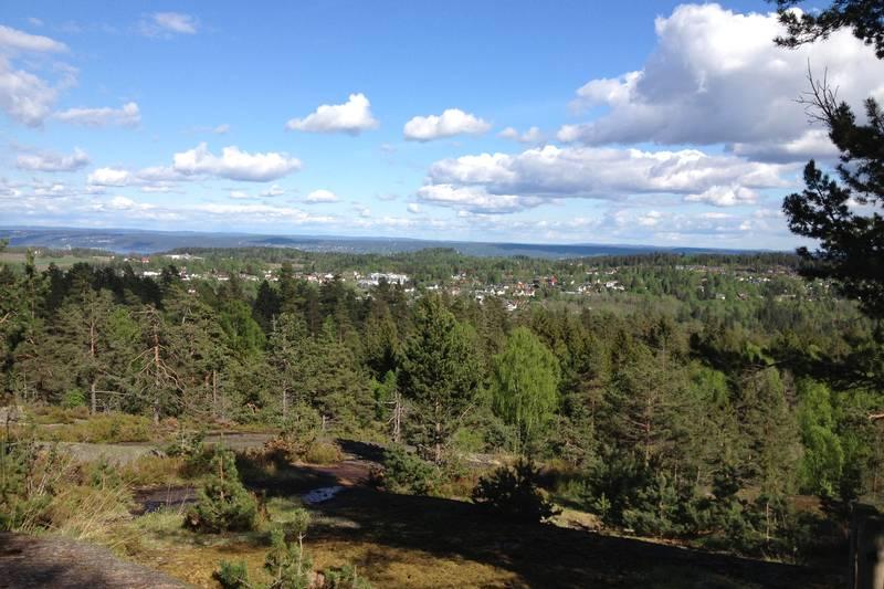 Flott utsikt ved de to hyttene på toppen