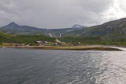 Stien til Gjerdalen gåt over fjellryggen til høyre. - Foto: Kjell Fredriksen