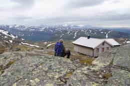 Gråfjellhytta, Hemnes kommune. Fin utsikt til Bleikvatnet.  -  Foto: Roar Ottesen