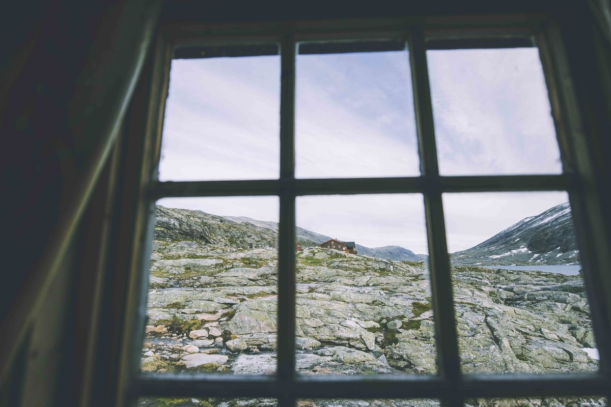 Utsikt mot Veltdalshytta fra museet.