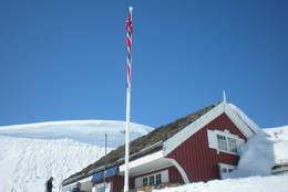 Gaukhei har fått ny flaggstang. - Foto: Frank-Werner Unsgaard