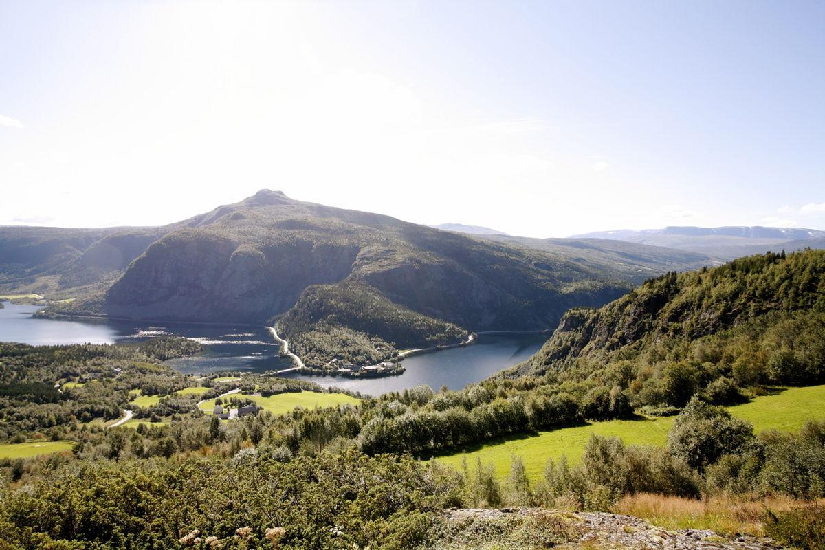 Utsikt mot Vangsmjøsa og Hugakollen