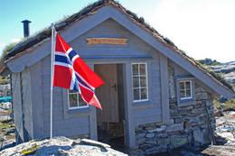 Fjellvassbu i Stølsheimen vest, innviet 2. september 2010. Ligger 2,5 timer fra vei i Stordalen, Matre.  - Foto: Torill Refsdal Aase