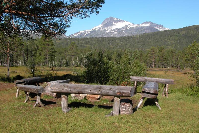 Fra tunet på Trollheimshytta med utsikt mot Snota
