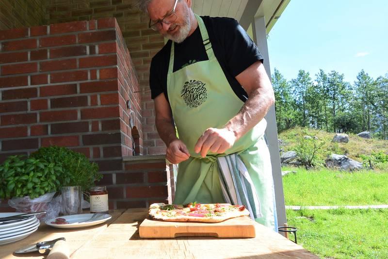 Med vedfyrt ovn byr det seg mange muligheter - hva med en nystekt pizza til middag?