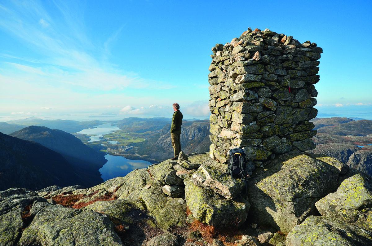 Utsikten fra Reinaknuten er praktfull. Her mot Tau og Stavanger.