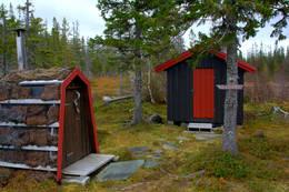 Anneks og utedo på Angeltjønnhytta - Foto: NTT