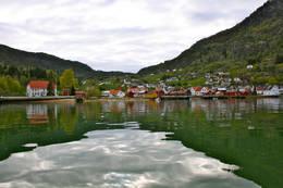 Solvorn sett frå fjorden.Bidrag til fotokonkurransen Kulturminne i Sogn og Fjordane -  Foto: Marianne Engjom cc-by-sa