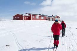 Skiløpere mot Mårbu. - Foto: Lars Sundal