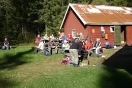 Rast ved uthuset på Budalsvika - Foto: Ann-Kristin Dahl Fosby