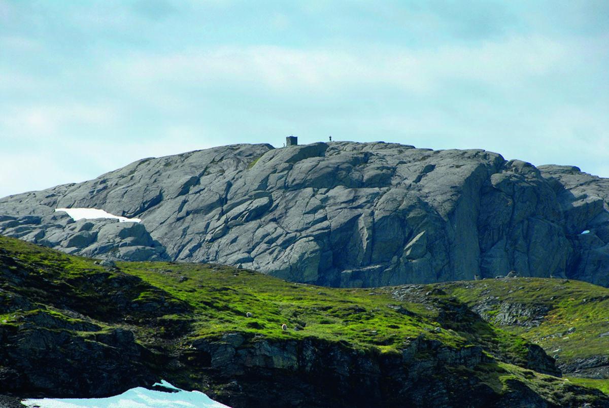 På Fjellsenden (1101 moh) finner du Ryfylkeheienes kanskje flotteste varde. Den består av kilt stein som er tatt ut på stedet. Varden måler ca. to ganger to meter og er to og en halv meter høy.
