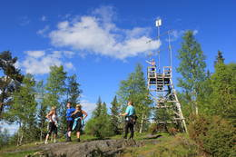 Utsiktstårnet på Glomsurdkollen står 595 m.o.h. og gir storslagen utsikt utover store deler av Buskerud.  -  Foto: Hilde Roland