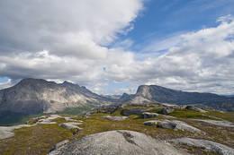Du ser mot Reinoksvatnet og demninga der på turen opp. - Foto: Kjell Fredriksen