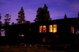 Stjernehimmel over Kvitfjellhytta - Foto: NTT