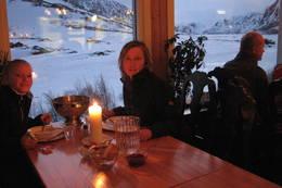 Verdens fineste utsikt fra spisesalen på Gjendesheim. Levende lys og nydelig middag. - Foto: Helle Hovden