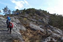 Starten på turen oppover fjellryggen etter tretrappa. -  Foto: Arnfrid Bergheim