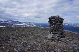 Kråkvasstinden, her er det panoramautsikt over Storlidalen, Trollheimen, Sunndalsfjella og Dovrefjell.  - Foto: Oddveig Torve
