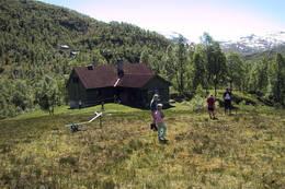 Lett å komme seg ut på tur fra hytten. - Foto: Test