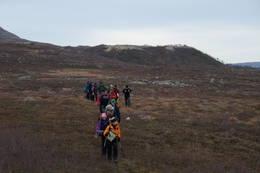Turen går i Saltfjellet-Svartisen nasjonalpark. Nær Bjellåvasstua er det mange flotte morenerygger etter istida. -  Foto: Benthe Solvik