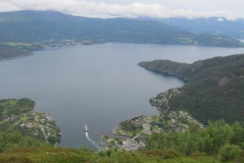 Utsikt frå Fjellstøl (ved antenna)