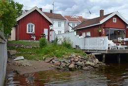 Svelvikstrømmen har en bitteliten strand hvor du kan ta deg et morgenbad -  Foto: Oslofjorden Filuftsråd