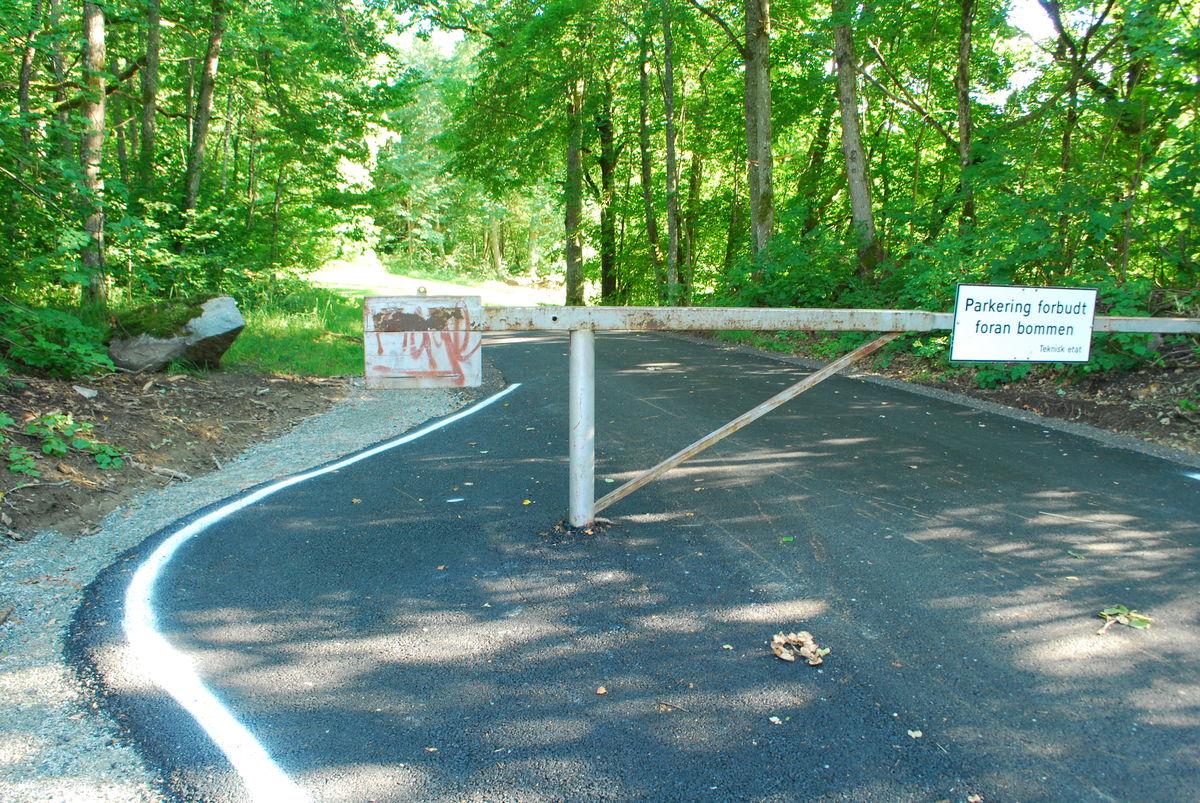 Turveien sørover er asfaltert og svært godt egnet for rullestol.