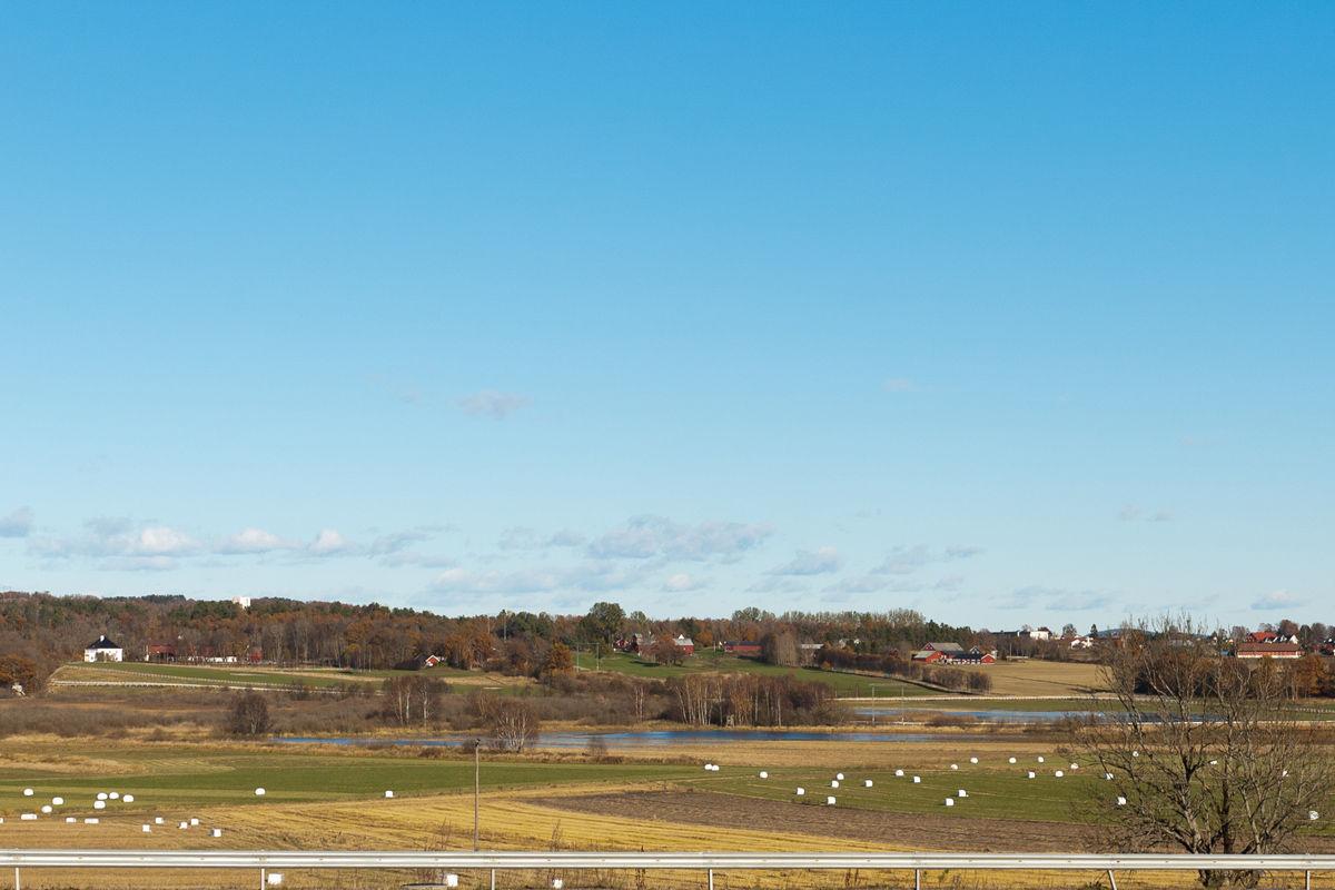 Vassbånn i dag sett fra sykkelstien. Semb hovedgård til venstre.