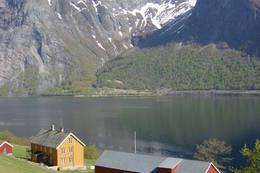 Hoemsbu ligger vakkert til ved Eikesdalsvatnet. - Foto: Elisabeth Hagstrøm