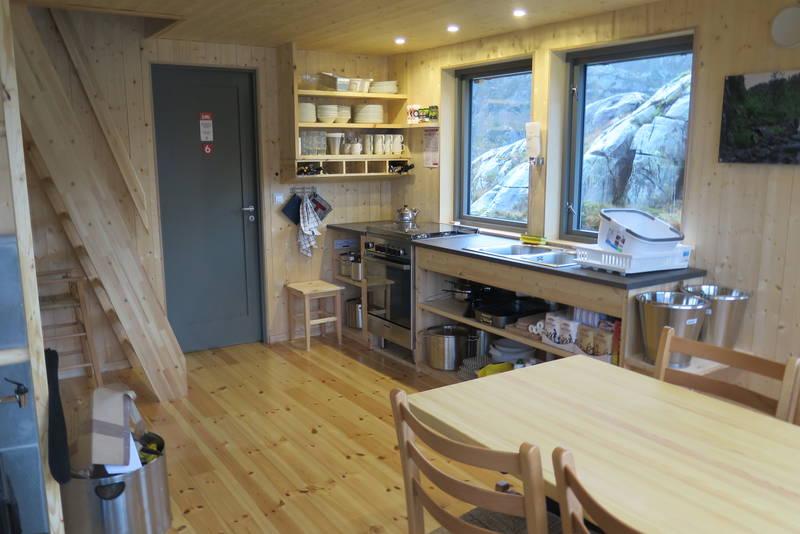 Kjøkken i sikrignshytte Kalvedalen
