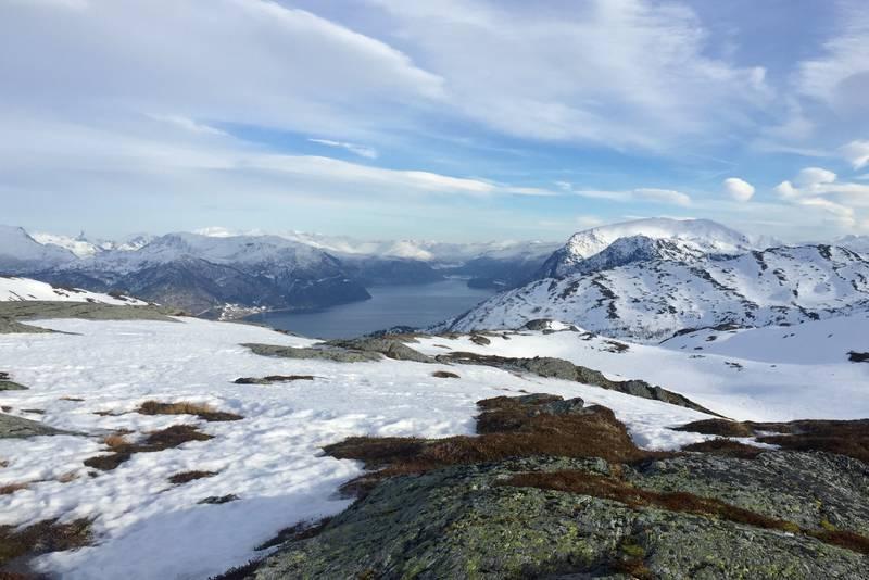 Vinterlig bilde fra Maragjølbakken i retning Hornindalsvatnet