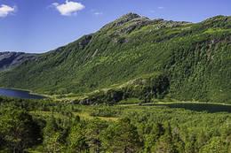 Utsikt over Straumfjorden og Straumfjordvatnet fra oppstigningen - Foto: Kjell Fredriksen