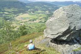Flott utsikt ved Dugurdmålsteinen -  Foto: Jenny Kristin Heggvold