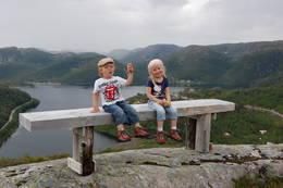 Ut på tur alri sur. Utsikt fra toppen av Stordalen Skisenter. Geitelirusta og Litlekupa hyttefelt i bakgrunn. -  Foto: Siv Brundtland Eide