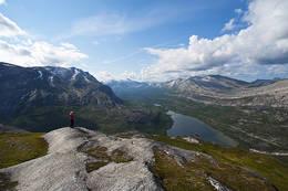 Flott skue nedover Gjerdalen fra toppen av Kautulus. - Foto: Kjell Fredriksen