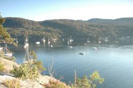Oslofjordens største naturhavn, Sandspollen er et flott båtutfartssted. Her inne stimet makrellen seg og det ble drevet intenst fiske her helt siden middelalderen av. - Foto: Kyrre Hurum, Oslofjordens Friluftsråd