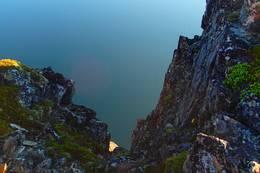 Sessøyfjorden ligger blank under Brosmetind - Foto: Sylvin Thomassen
